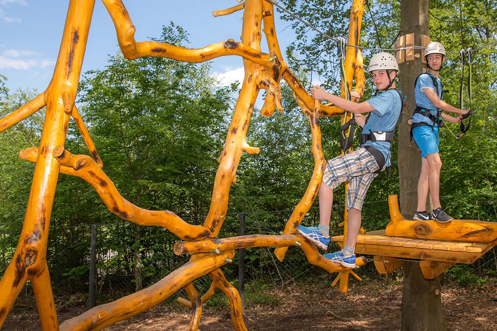 Der Kletterwald in Geiselwind bietet Nervenkitzel und Spaß für alle Altersgruppen.